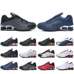 on sale a5ed3 1f1f2 Moins cher Nouveau Shox R4 OG Chaussures De Course Pour Hommes Femmes  Zapatillas Hombre Respirant En Cuir Hommes Baskets Designer Athlétique  Baskets US 5.5- ...