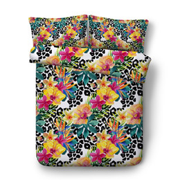 3d florales cama reina online-Estampado de leopardo conjunto de funda nórdica verde botánico planta deja edredón cubierta floral jardín adolescentes adolescentes 3PC ropa de cama cubierta de cama geométrica