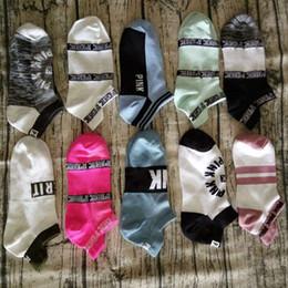 2019 chaussettes à papillon en gros Love Pink Letter Socks Chaussettes de sport pour femmes, courtes Chaussettes de sport secrets chaussettes de cheville chaussettes 1000 paires AP03