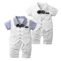 Kleine jungen formale abnutzung online-Little Gentleman Fliege Bodysuits Baby Abendgarderobe für besondere Anlässe Kleinkinder Baby Jungen Hemd Westen Gefälschte 3-teiliges Set