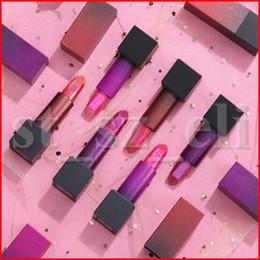 Косметика для губ косметики для губ онлайн-Beauty Lip Makeup 3 Colours Блеск для губ Помада с металлическим блеском Пули с мощными губами Долговечные губы Косметический торт Day Nye After Party