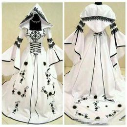 cappelli da sposa in raso Sconti Abiti da sposa gotici in raso bianco con ricamo in pizzo nero classico con scollo a cuore Abiti ornati Abiti da sposa Taglie forti