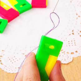 Guía de aguja online-Dispositivo de aguja de plástico para enhebrador de aguja automático Dispositivo de aguja Conveniente y fácil de usar para los ancianos Gadgets familiares