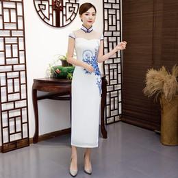 2019 colar qipao Impressão branca Senhoras Elegantes Chinês Tradicional Vestidos Handmade Botão Qipao Gola Mandarim Cheongsam Sexy Tamanho S-XXL colar qipao barato