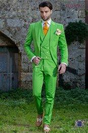 Nouveau Style garçons d honneur lumière vert clair marié smokings Peak  revers hommes costumes mariage meilleur homme marié (veste + pantalon +  gilet) L129 c3ef40ecb5d