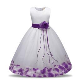 2019 robes de fille de fleur blanche vintage Fille de fleur haute qualité robe bowknot pétales ceinture robe de princesse enfants s'habillent