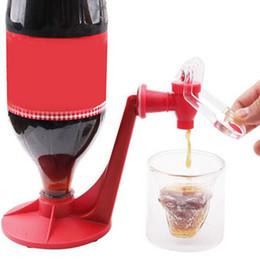 Deutschland 1 stück Saver Soda Dispenser Magic Tap Trinkwasserspender Flasche Auf Den Kopf Koks Getränkespender Party Bar Drop Shipping Versorgung