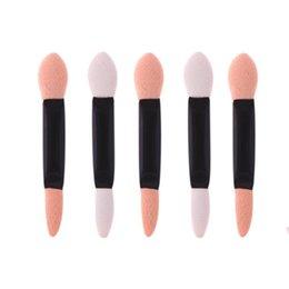 Aplicadores de sombra de olho esponja on-line-100 Pcs Aplicador Double-Ended Sombra Vara Mulheres Maquiagem Delineador Sponge Lip Brushes Set Descartável Sombra de Olho Esponja Kits