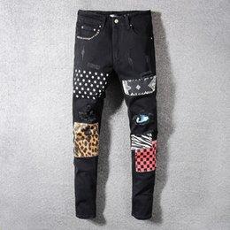 calças leopardo hip hop Desconto Calças de brim da marca Designer de Roupas Calças Rasgado Homens Hip Hop Jeans Soldier Mens Denim Preto Motociclista Buraco Motociclista Jeans Com Patches De Leopardo