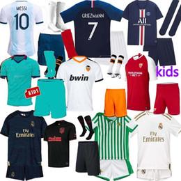 echte madrid uniform gesetzt Rabatt GRIEZMANN Fußballtrikot GEFAHR La Liga T-Shirts 19 20 DYBALA Messi Real Madrid Kinder Trikot 2019 Fußballtrikot BENZEMA Sets Uniform