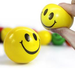 Cara feliz amarilla hinchable anti-estrés balón con la mano ejercitador manecilla de alivio cara sonriente Trainer Squeeze juguete divertido de la bola desde fabricantes