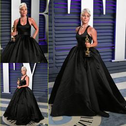 barato preto cetim robes Desconto Oscar 2019 preto vestidos de baile de uma linha espaguete cetim até o chão vestidos de noite plus size vestido de festa barato robes de soirée