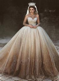 2019 vestido de noiva com decote de coração Sparkly Tulle Lantejoulas vestido de Baile Vestidos de Casamento Sheer Mangas Compridas Colher Querida Decote Inchaço Vestidos de Noiva Árabe Dubai Estilo de Luxo vestido de noiva com decote de coração barato