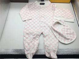 Trajes de moda para niños pequeños online-Marca de moda Baby Boys Girl Mamelucos Jumpsuit Algodón Tops + Hat + Bib 3 piezas Conjunto de ropa Conjunto Newborn Toddler 0-24M Ropa para niños Envío gratis