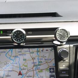 Acessórios de carro Digital Higrômetro Temperatura Interior Relógio Encantos Relógio Painel de Ornaments de