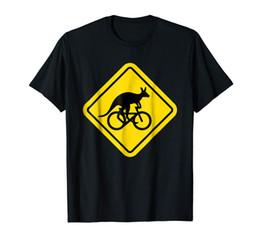 Fahrradschilder online-Känguru Reiten Fahrrad T Shirt lustige Australien Sicherheitszeichen Print Casual T-Shirt Männer Marke Top Tee