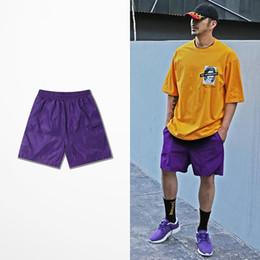 Pantalones verdes coreanos online-Nueva moda coreana de verano pantalones cortos para hombres multicolor azul rojo púrpura azul verde playa pantalones cortos hombres ropa casual hombres pantalones cortos