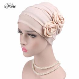 2019 mütze für muslimische frauen Frauen Lace Floral Kopftuch Muslim Large Cap für Krebspatienten Femme Turban Schal Beanies Caps Chemotherapie Hut Haar Abdeckung günstig mütze für muslimische frauen