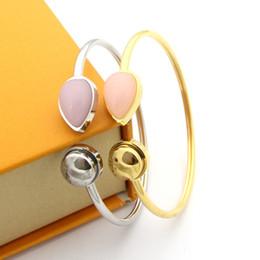 Pulseiras de ágata por atacado on-line-2019 novo Titanium aço jóias V carta amor pulseiras Rodada unhas mulheres boca manguito pulseira rosa ágata mulheres pulseiras de jóias por atacado