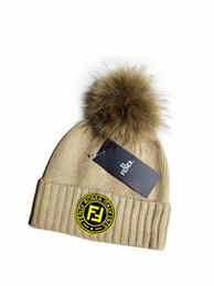 2019 punto negro sombrero estrella roja Diseñador de sombreros de punto para hombres y mujeres, nuevos sombreros casuales Sombreros de esquí de invierno gorro de lana hip hop gorro de punto cálido de alta calidad