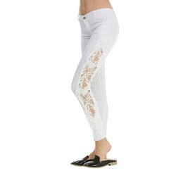 Ropa de fiesta blanca online-Wipalo Mujeres Sexy Denim White Skinny Jeans Crochet Lace Club Party Pantalones Boyfriend Jeans Para Mujeres Pantalones Lápiz Ripped Apparel