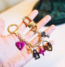 Portachiavi maschili online-Gioielli di design di lusso Coppie maschili e femminili bloccano i portachiavi In vendita il nuovo modello 2019 Portachiavi Preziosi accessori moda