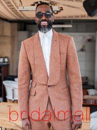 Smoking marrom formal on-line-2019 Design Clássico Marrom Ternos de Casamento dos homens 2 Peças Formais Notch Lapela Sólida Negócio Smoking Do Noivo Sólidos Para Terno De Casamento (Blazer + Calças)