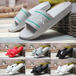 sapatos rápidos e secos Desconto Homens Mulheres Sandália de Slides HN Adilette Conforto de Secagem Rápida Praia Wide Flat Chinelo de Luxo Deslizamento Verão Moda Casa de Banho Indoor Sapatos Escorregadios