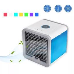 Pequeño enfriador de luz online-enfriador de aire de mesa pequeño mini tipo USD carga 600 ml tanque de agua luz LED de colores