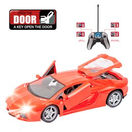 Abertura da porta do flash on-line-Rc 1: 18 Flashing Rc Car 4ch rc drift Modelo Controle Remoto tração Carros bateria recarregável One Key Open Door com comando à rádio !!