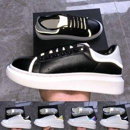 Terciopelo dorado online-Alexander McQueen 2019 black Velvet Reflective Mens Designer shoes des chaussures Sneakers Platform Zapatos de lujo Golden multi color Sneakers Women Shoes