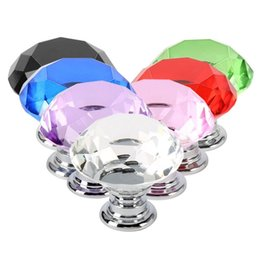 Perillas de diamante online-Moda 30mm Diamante Cristal Cristal Perillas de las puertas Cajón Gabinete Muebles Manija Perilla Tornillo Muebles Accesorios Envío gratis
