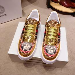 2019 scarpe d'oro italiane Sneakers firmate italiane di lusso Medusa in vera pelle con plateau in oro moda Scarpe con plateau Scarpe casual Scarpe zapatos per uomo scarpe d'oro italiane economici