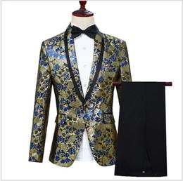 2019 oro costume da smoking Tre pezzi (Blazer + Pant + Bow Tie) Costume uomo Costumi Suit con scialle a risvolto one button color oro uomo uomo smoking sconti oro costume da smoking