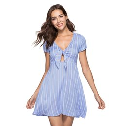 Linee verticali abiti online-Abito a-line da donna con fiocco a righe verticali a manica corta con scollo profondo alla moda