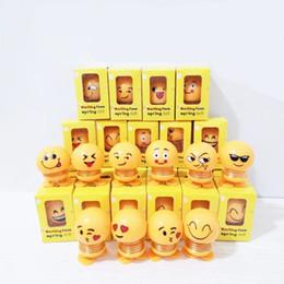 Rosto sorridente Balanço Primavera Boneca Balançando Cabeça Expressão Engraçado Presente Emoji Figuras de Ação Bobble-cabeça Decoração Do Carro Estatueta de