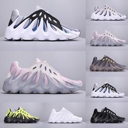 Top scarpe nuove online-Top Quality 2019 Più nuove Kanye West 451 Designer Sneakers Per Uomo Wave Runner Vulcano Nero Bianco Scarpe da corsa Taglia 40-45 Scarpe da ginnastica
