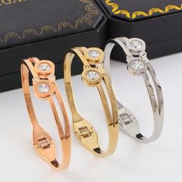 14k brazaletes online-Pulseras femeninas románticas bohemias Pulseras chapadas en oro de 14K Bonzer Brazaletes de acero de titanio Artesanías exquisitas geométricas Pulseras con incrustaciones de diamantes
