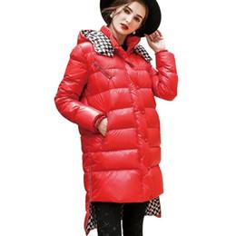 Große Rote Glänzende Daunen Basic Asymmetrische Saum Lange Jacke Frauen 2018 Neue Stehkragen Abnehmbare Kappe Weibliche Mode Mantel HJ69