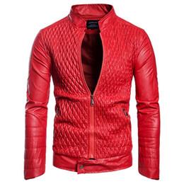 2019 più il cappotto di plaid rosso di formato Giacche e cappotti da uomo in pelle nera e rossa primavera Plus Size 3XL Giacca da uomo in pelle stile europeo per motociclisti Streetwear A578 più il cappotto di plaid rosso di formato economici