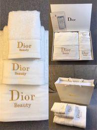 saugfähiges badetuch Rabatt D Brief Designer Handtücher Alle Baumwolle Stickerei Saugfähigen Handtücher 3 STÜCKE Beliebte Logo Badetuch Für Häuser Und Hotels