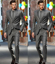 Vestidos formados de azul royal para homens on-line-New Dark Gray Slim Fit Side Slit Noivo Smoking Dois botões Notch lapela Men Suits Suit Man Negócios (Jacket + Calças + empate) Vestidos Jantar Formal