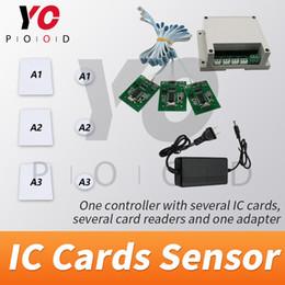 пластиковые визитные карточки оптом Скидка Поддержка RFID-карт в реальной игре Escaper Датчики IC-карт с контроллером карт для игровой комнаты Escape Room IC-считыватели и IC-карты