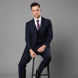 ternos cinzentos do casamento laço vermelho Desconto New Navy Azul Casamento Smoking Slim Fit Ternos Para Homens Padrinhos Terno de Três Peças Barato Prom Ternos Formais (Jacket + Pants + colete + Gravata borboleta)
