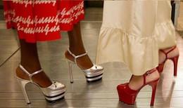 sapatos de baile de ouro preto Desconto Hot Sale-desfile de moda Mulheres Striped metálicas Salto Alto Bombas Plataforma cravado Gladiator Sandals Prom sapatos de casamento Vermelho Azul Ouro Preto