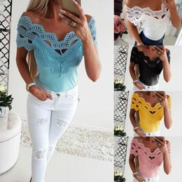 Кружевная блузка онлайн-2019 Новая кружевная сексуальная женская футболка с v-образным вырезом и блузкой с вырезом лодочкой Жилет женская Silm Футболка с блузкой черный белый розовый светло-синий Желтый S M L XL
