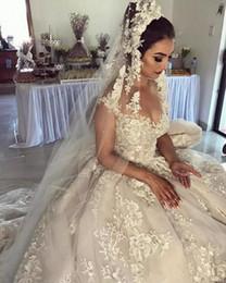 Modes robes en Ligne-Sheer Lace Appliques Robe De Bal Robe De Mariage 2020 Mode Moyen-Orient Robes De Mariée Plissée Personnalisé Longue Robe De Mariage De Formelle