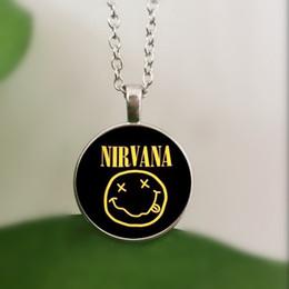 ожерелье из рок-группы Скидка WUSQWSC рок-группа улыбка нирвана группа хрустальное стекло ожерелье ювелирные изделия оптом