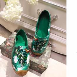 Mocasines de encaje de strass online-2019 de primavera y verano de las mujeres de los holgazanes Pescador paja zapatos planos de mariposa Rhinestone zapatos de encaje de perlas de imitación de abejas Alpargatas Mujer de pisos