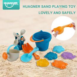 zaino pistole ad acqua Sconti Set di giocattoli da bagno / spiaggia Huanger 10 pezzi in sicurezza in gomma Stampi in sabbia Rastrelli per secchi Ruota in sabbia Acqua Giocattoli da spiaggia all'aperto per regali per ragazzi